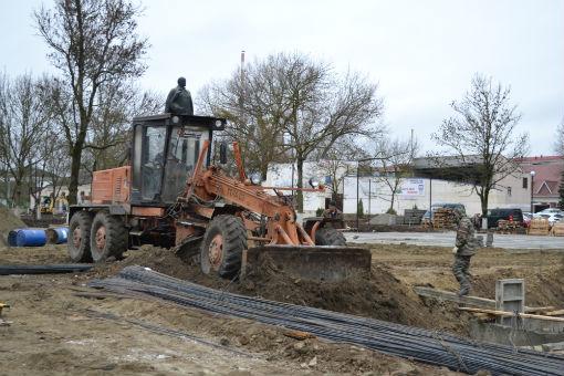 В Абинске полным ходом идут работы по реконструкции автомобильного моста через реку и городского сквера