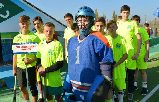 На открытых соревнованиях по хоккею на траве абинские спортсмены обыграли команды из Сочи и Санкт-Петербурга