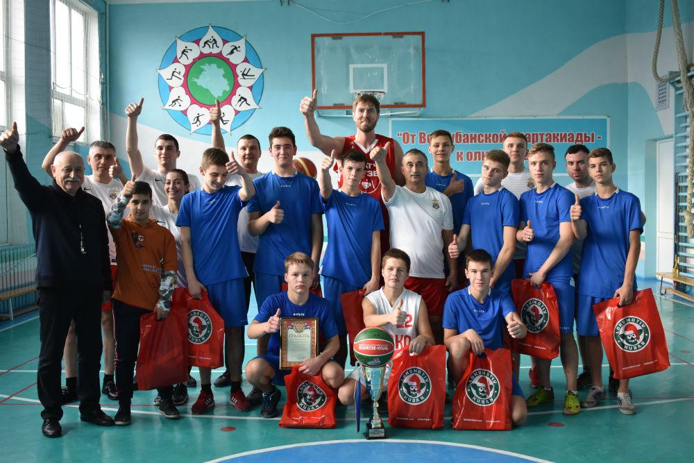 Ахтырские школьники встретились со знаменитым баскетболистом