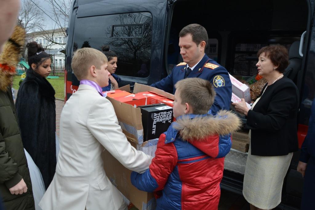 Сотрудники следственного управления побывали в подшефном детском доме в поселке Ахтырском