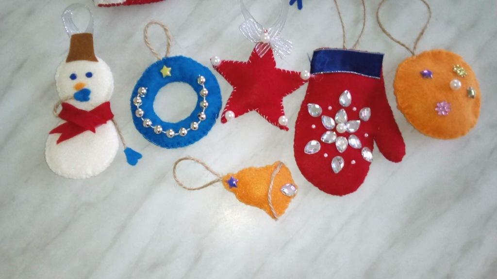 Елочные игрушки из фетра своими руками делает Алена Савидий из Абинска