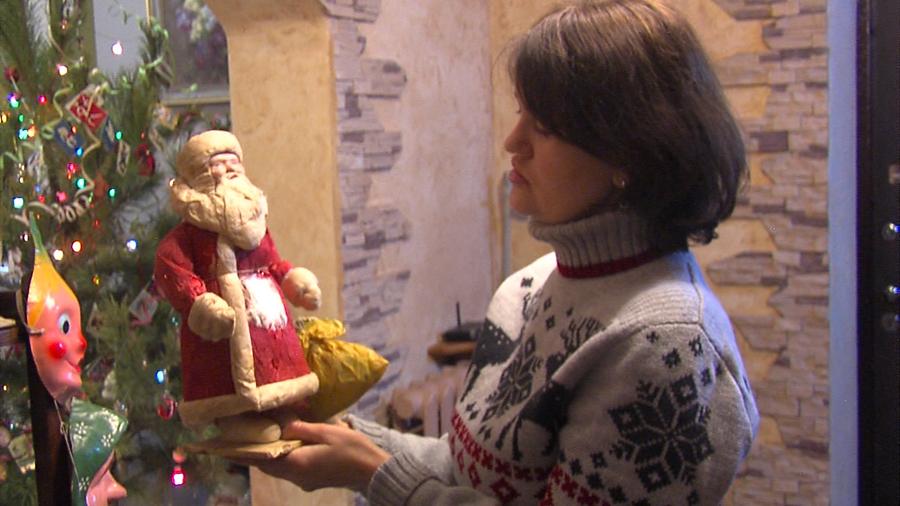 Жительница станицы Каневской нарядила шесть елок старинными елочными игрушками из своей коллекции