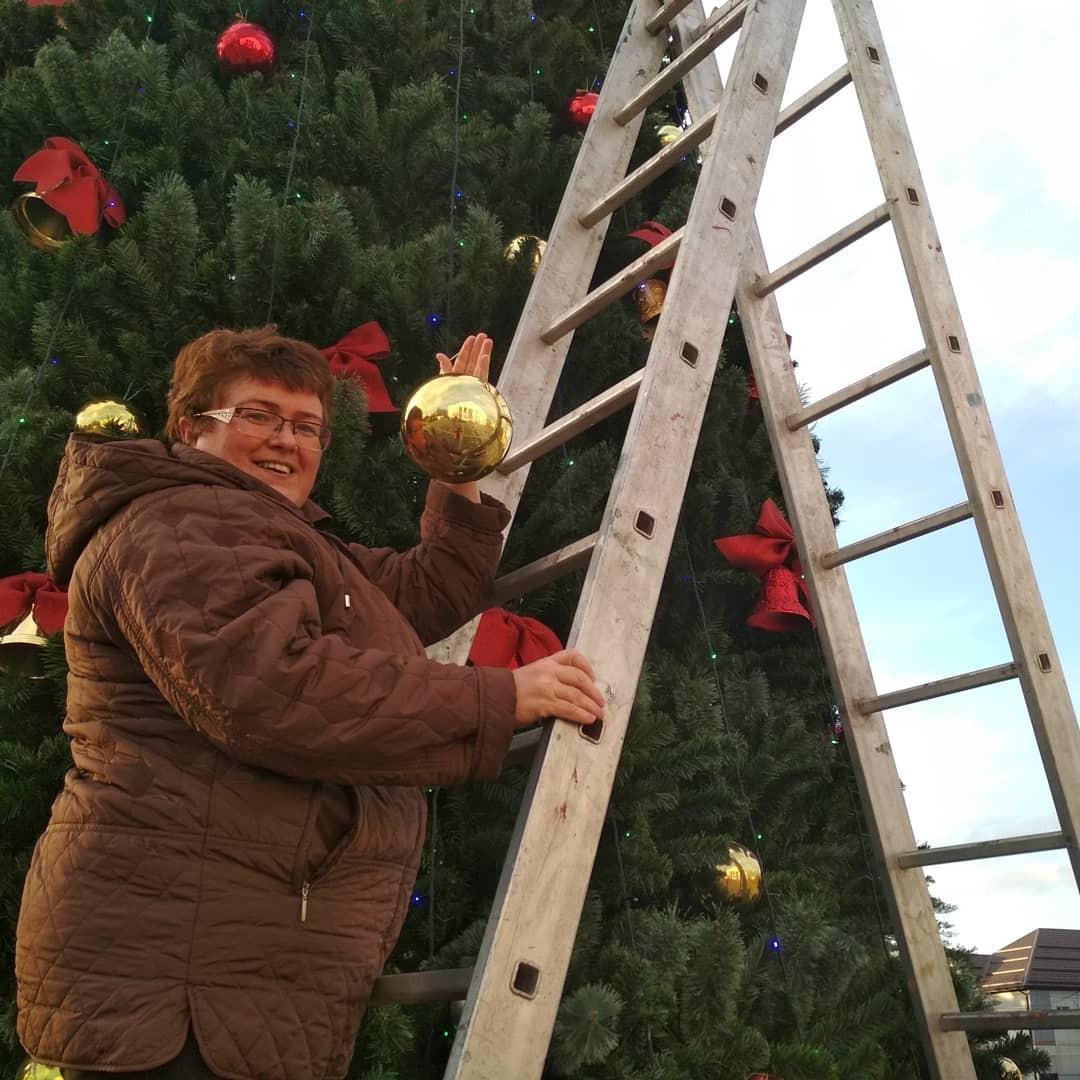 В городе Абинске установили елку