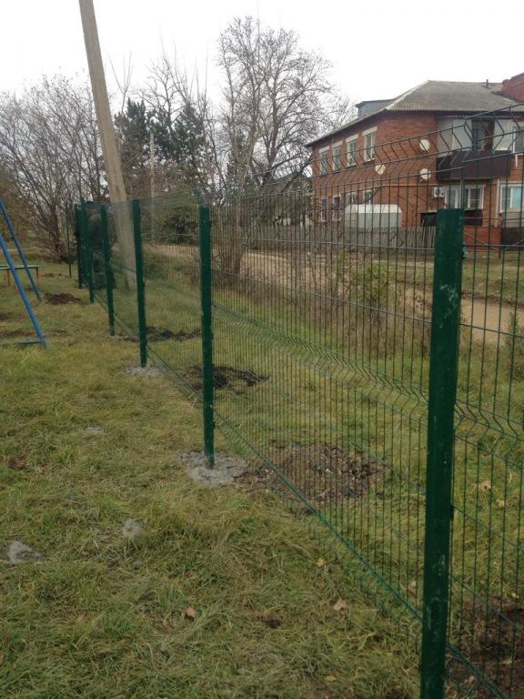 Абинчане попросили установить ограждение на двух детских спортивно-игровых площадках в городе