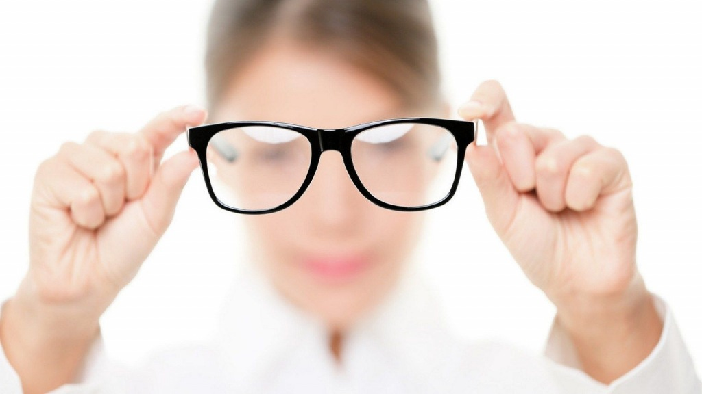 Лже-окулисты предлагают проверить зрение пенсионерам