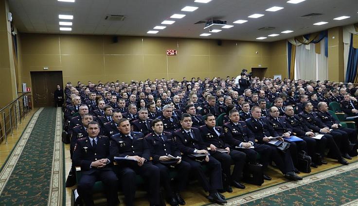 Краевой парламент отметил полицейских Кубани почетными грамотами и благодарностями