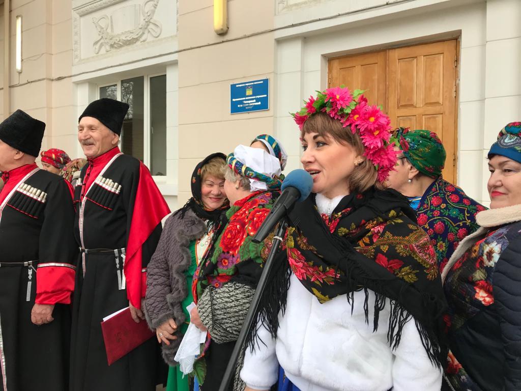 Каждое воскресенье в пос. Ахтырском весело и с размахом проходят ярмарки выходного дня
