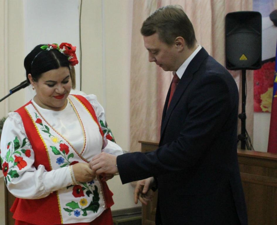 В Абинске детям-сиротам вручили ключи от новых квартир