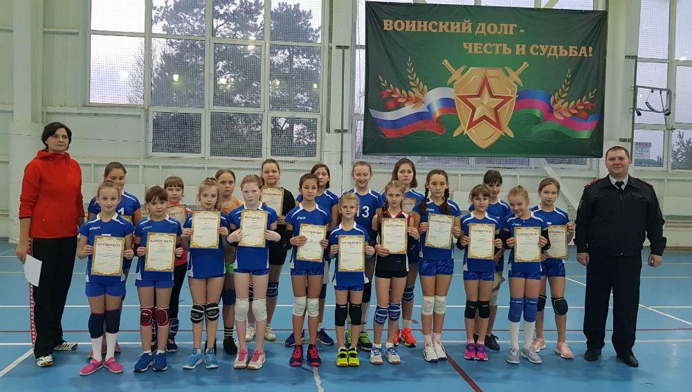 В Абинске полицейские провели товарищеский матч по волейболу