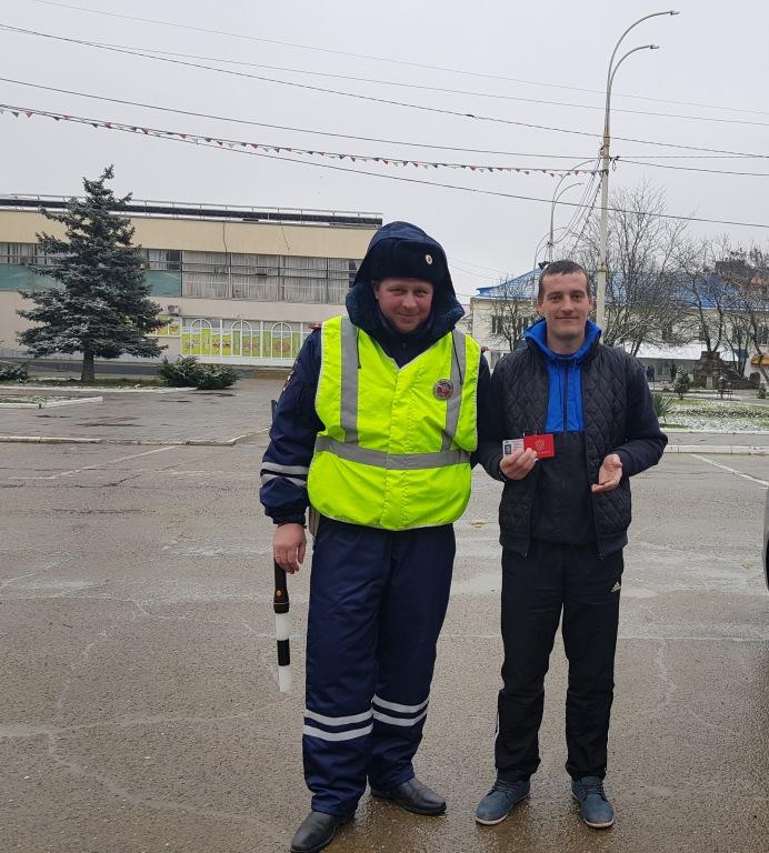 Госавтоиспекторы и участники автоклуба поздравили водителей-мужчин с Днем защитника Отечества