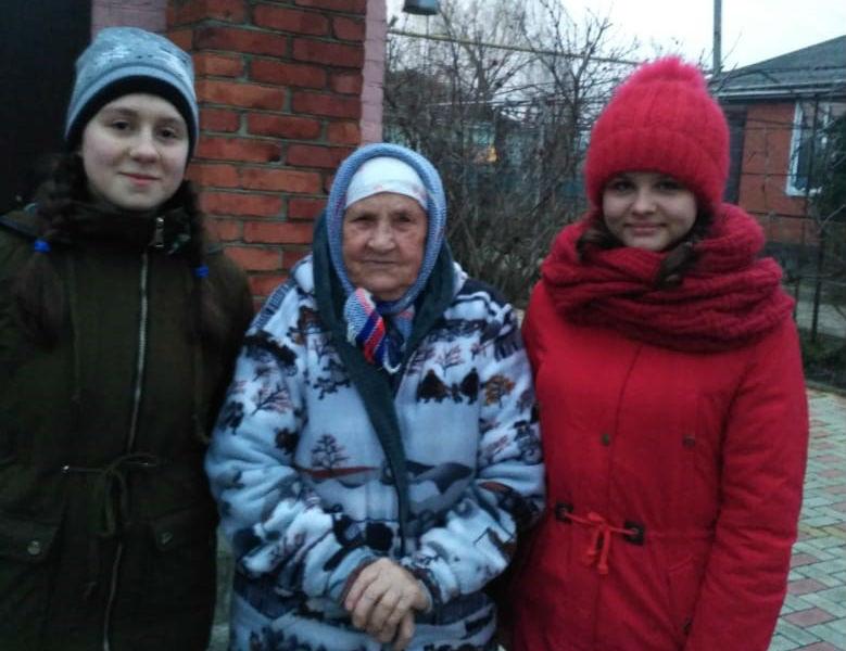 Юные казачки из мингрельской школы помогли ветерану
