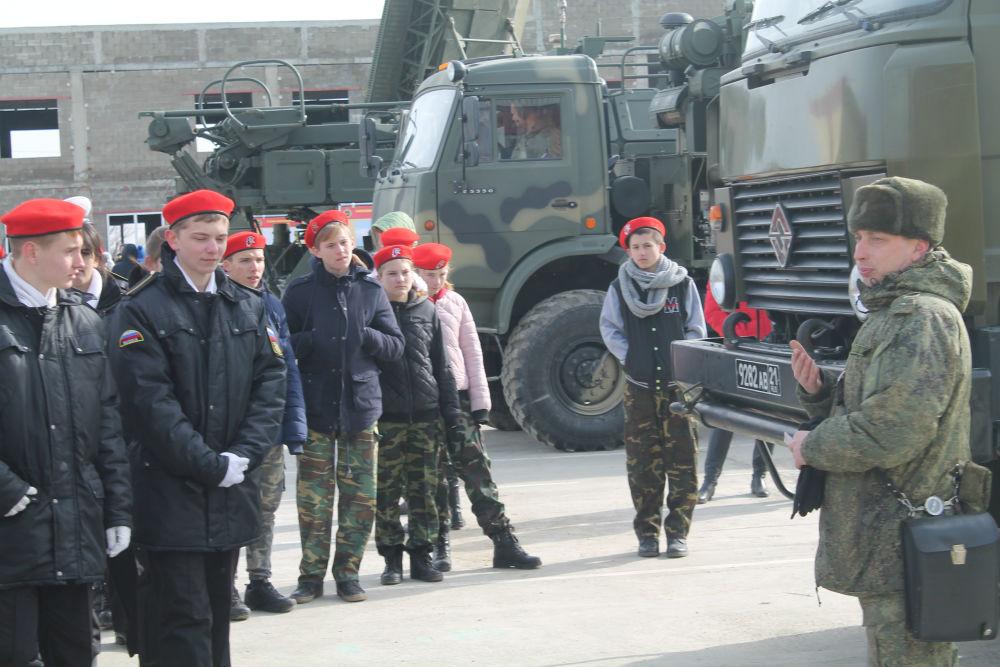 Учащиеся из пяти школ Абинского района побывали на экскурсии в воинской части