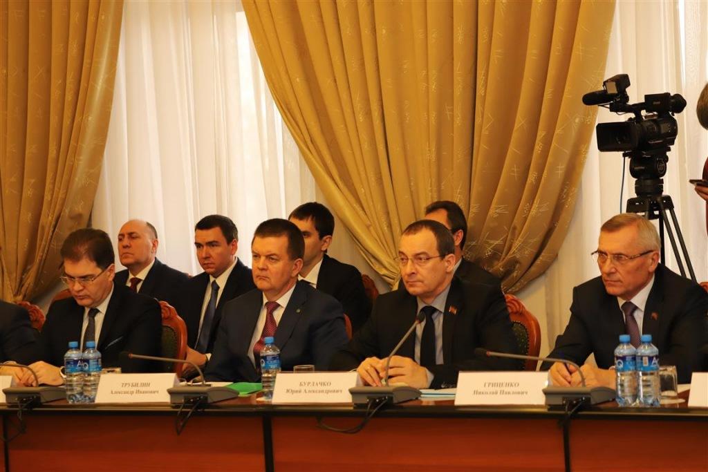 Перспективы развития Брюховецкого района обсудили за круглым столом в ЗСК