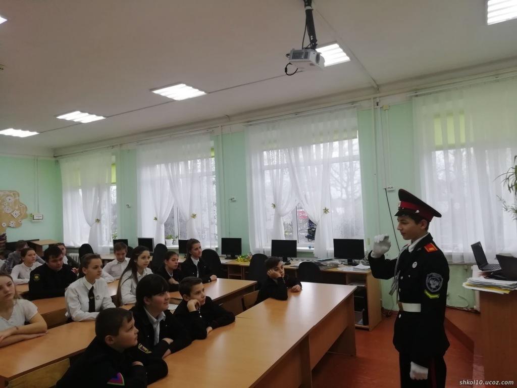 Ахтырские семиклассники встретились с бывшим одноклассником, ныне кадетом