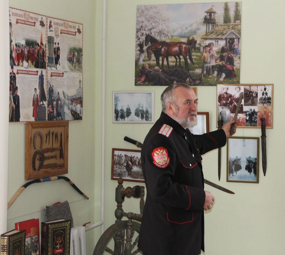 Атаман Эриванского хуторского казачьего общества провел урок мужества