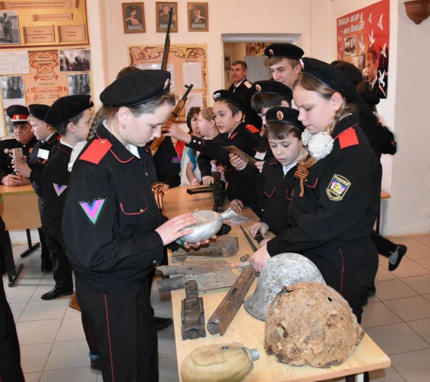 Школьники из хутора Первомайского побывали на казачьем привале