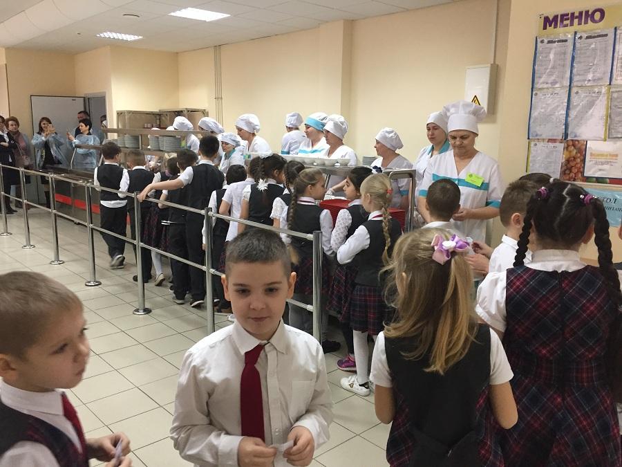 Департамент образования Краснодара совместно с депутатом Госдумы провели мониторинг качества горячего питания в школах Краснодарского края