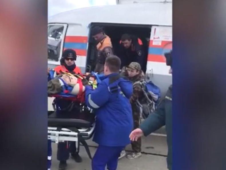 В Абинском районе вертолет МЧС эвакуировал упавшего с моста школьника