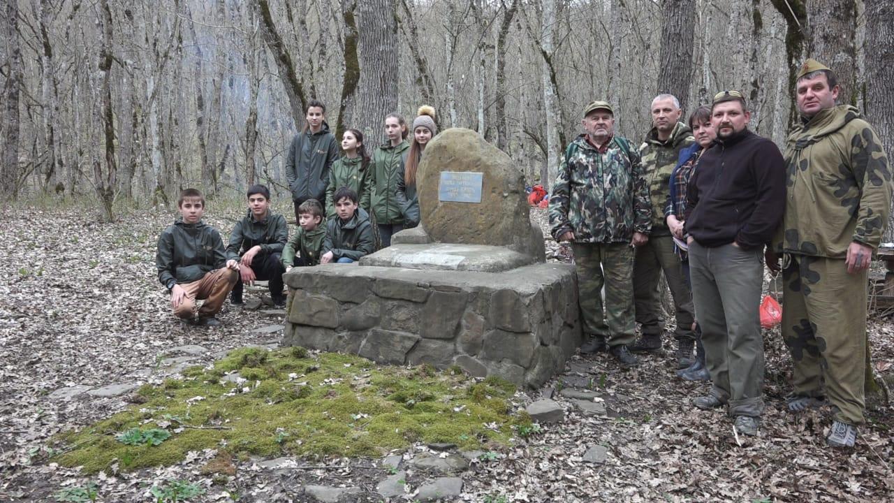 Экспедиция из 220 человек, в числе которых абинские школьники, совершили поход к месту стоянки партизанского отряда
