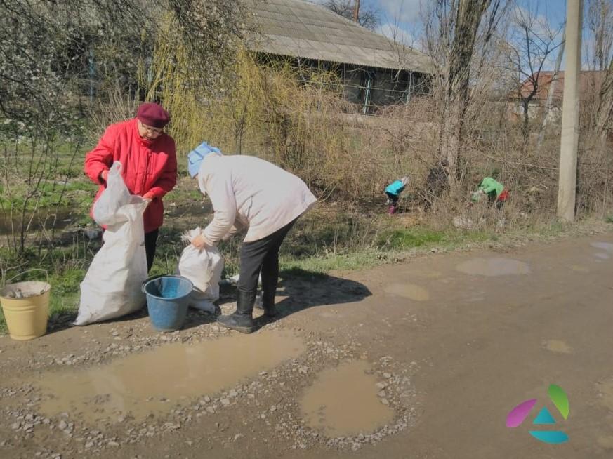 В Абинске в ерике, на пересечении ул. Нефтепромысловой и Крымской, убрали бросовый мусор и коряги, вырубили поросль