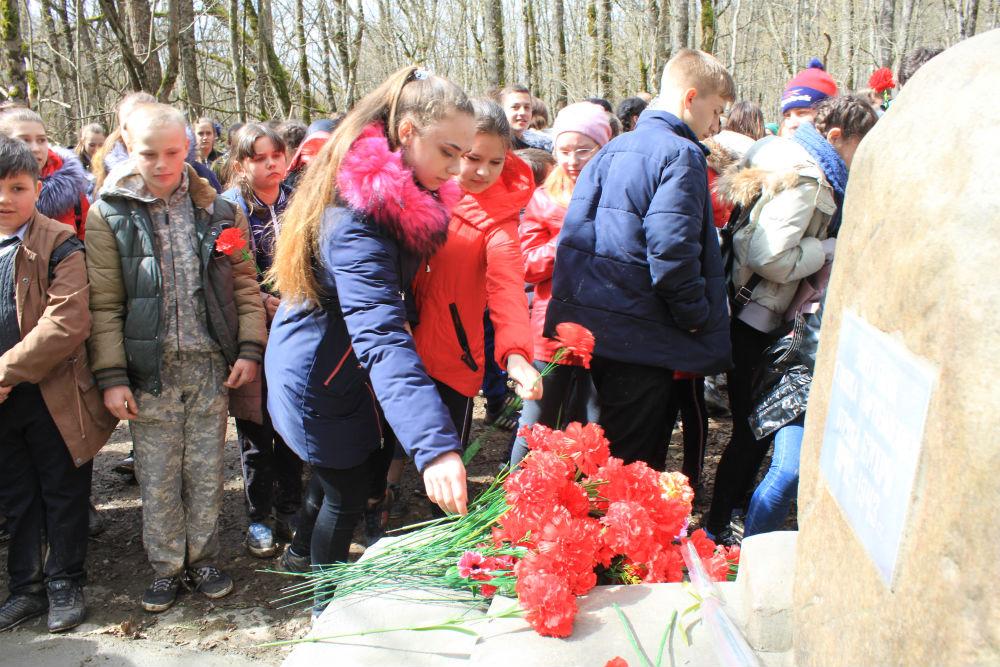 Абинские школьники побывали на месте стоянки партизанского отряда «Вихрь»