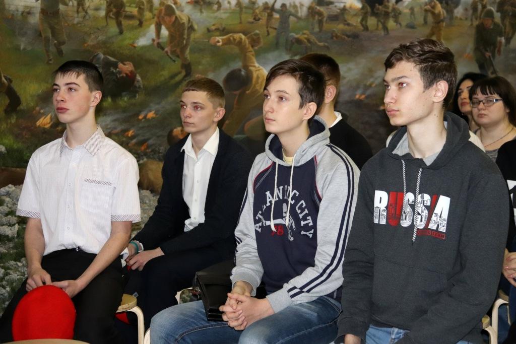 Абинские юнармейцы побывали в музее-заповеднике им. Фелицына