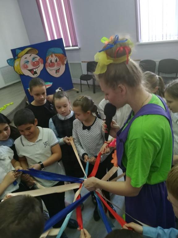 Ахтырские школьники отметили День разноцветных ленточек