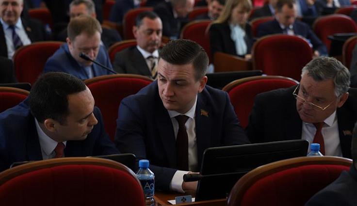 Депутаты ЗСК приняли закон о выплате пособий за усыновление детей