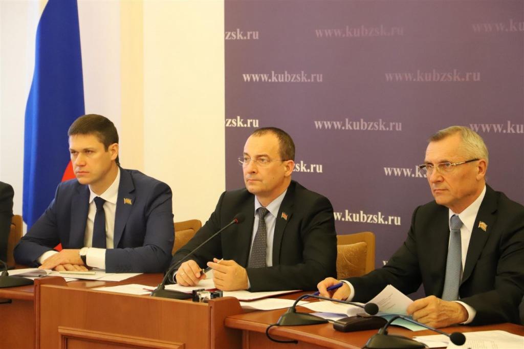 Депутаты обсудили работу ЗАГСов по итогам прошлого года