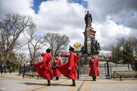 Екатерининская площадь в Краснодаре стала Казачьей