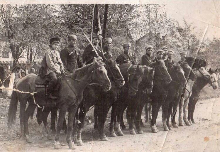 Холмские казаки на праздновании 7 ноября. Шестидесятые годы