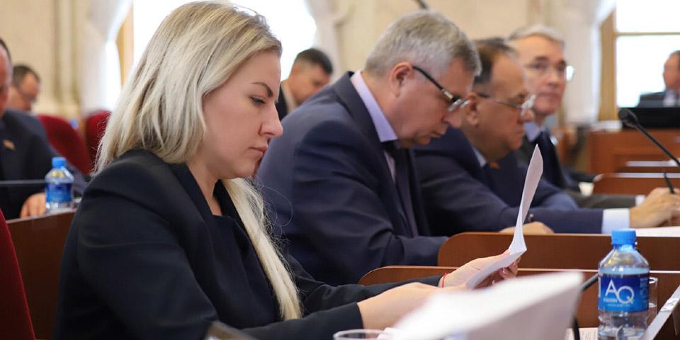 Депутат ЗСК Евгения Шумейко приняла участие в сессии Кубанского парламента
