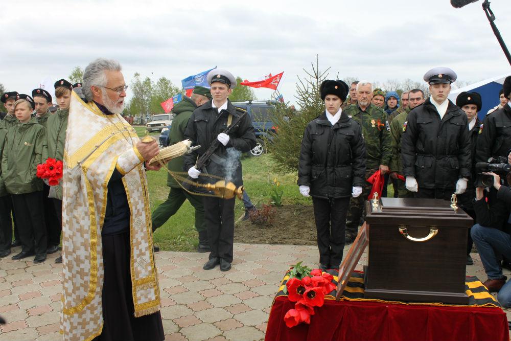 Торжественное захоронение советских летчиков прошло на кладбище №3 города Абинска