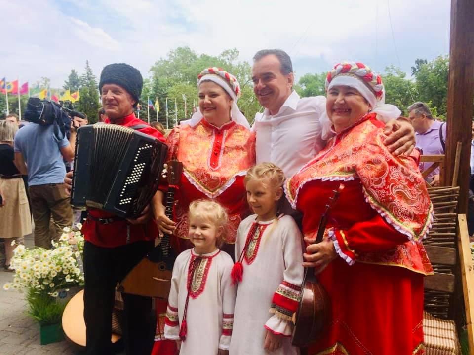 Губернатор Кубани В. Кондратьев посетил подворье Абинского района на выставке-ярмарке АгроТУР 2019
