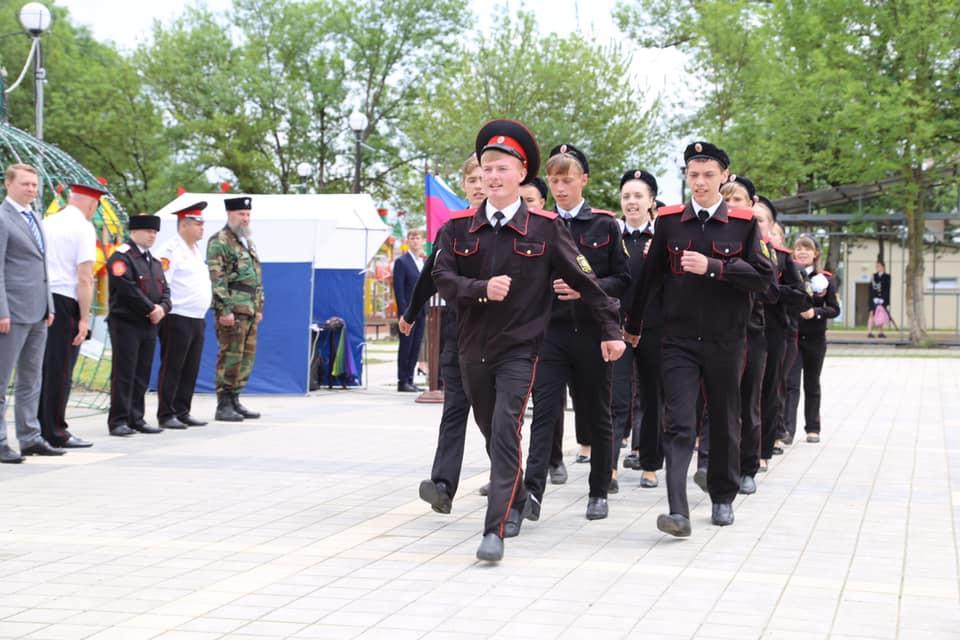 В Абинске прошёл смотр-парад классов казачьей направленности