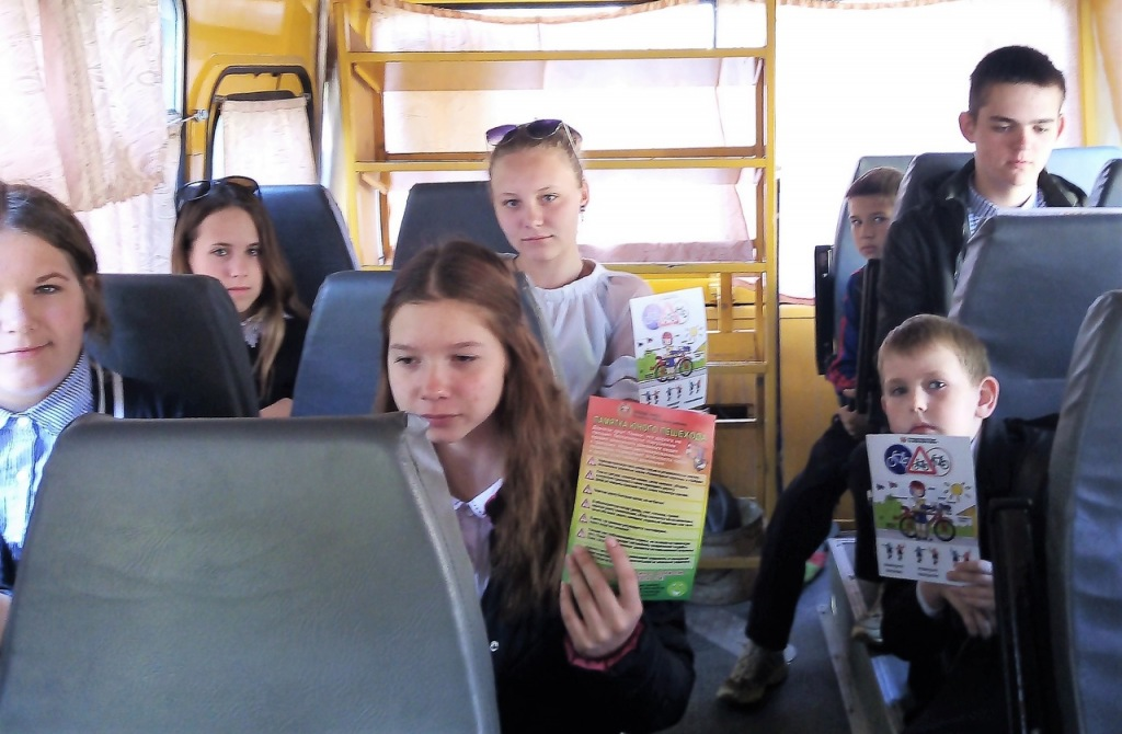 Абинские инспекторы ГАИ провели учебное занятие в автобусе