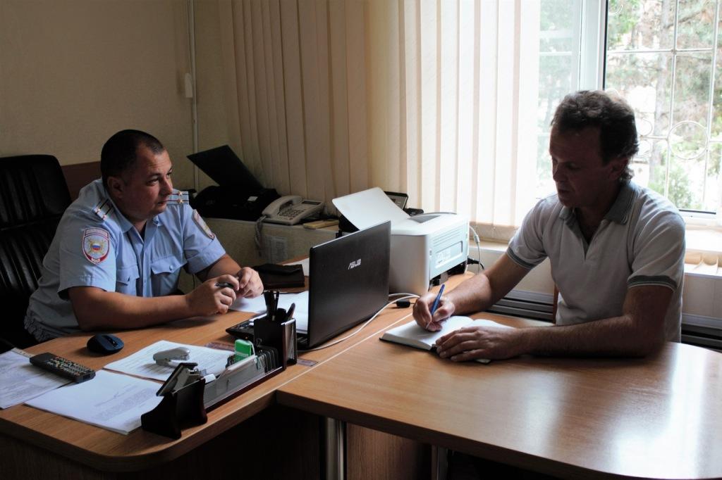 В Абинском районе полицейские и общественники готовятся к проведению последнего звонка