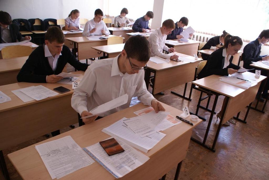 Школьники Абинского района сдали первый обязательный экзамен