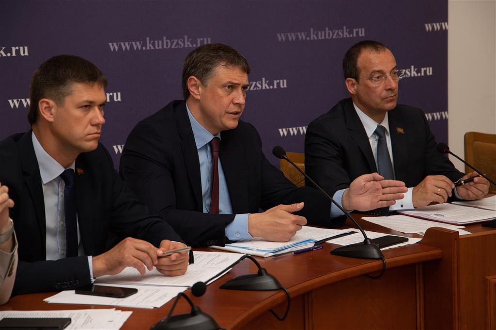 Парламентарии признали недостаточной работу ряда ведомств по реализации госпрограмм