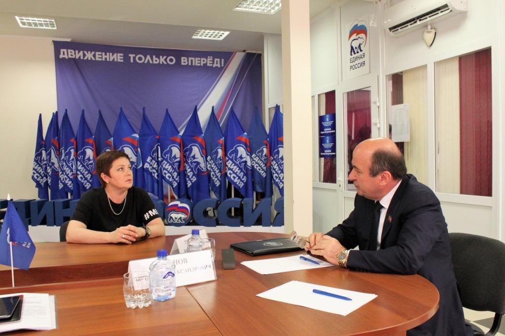 Депутат ЗСК Батырбий Тутаришев провел прием граждан в Абинском районе