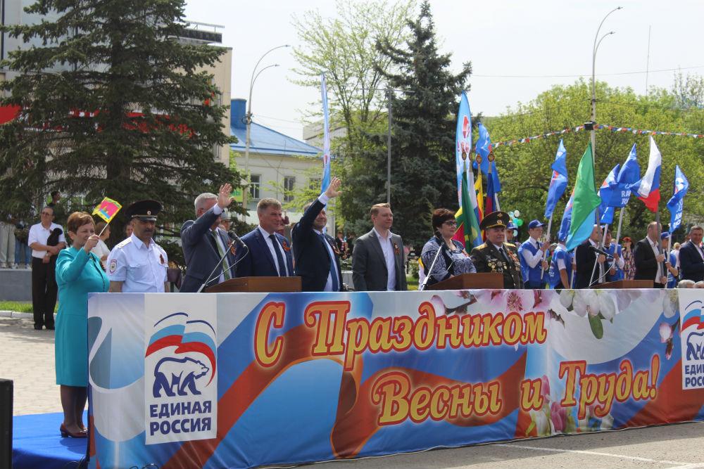 Шествиями, демонстрациями, праздничными концертами и народными гуляниями отметили абинчане праздник Весны и Труда