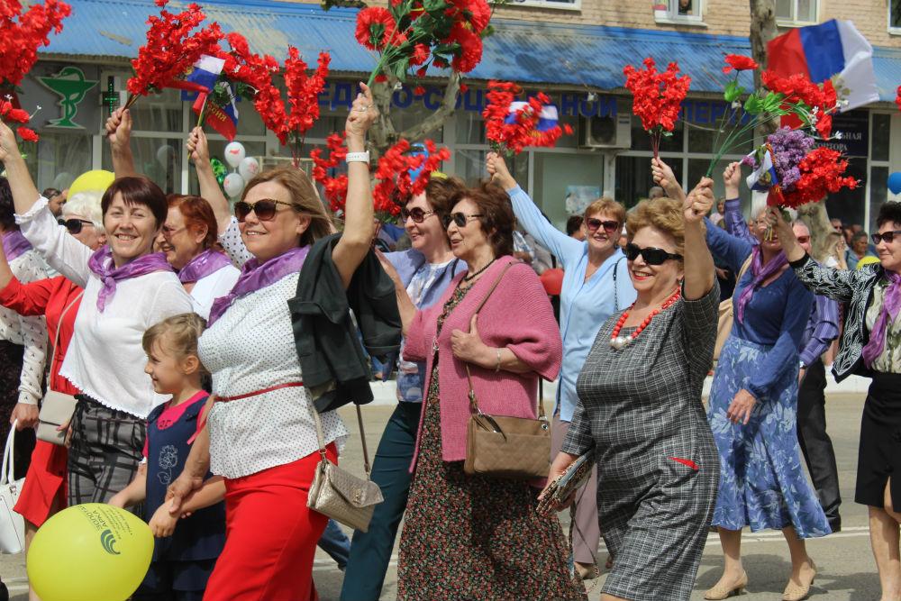 Более 50 трудовых коллективов Абинского района приняли участие в праздничном первомайском шествии
