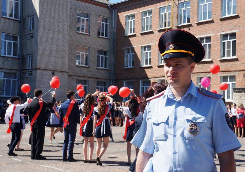 В Абинском районе полицейские и общественники готовятся к последнему звонку