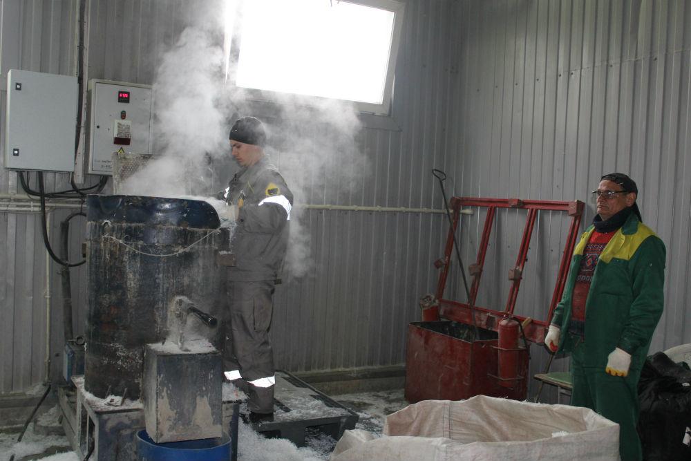 Журналист «Восхода» побывал в цехе переработки полимеров