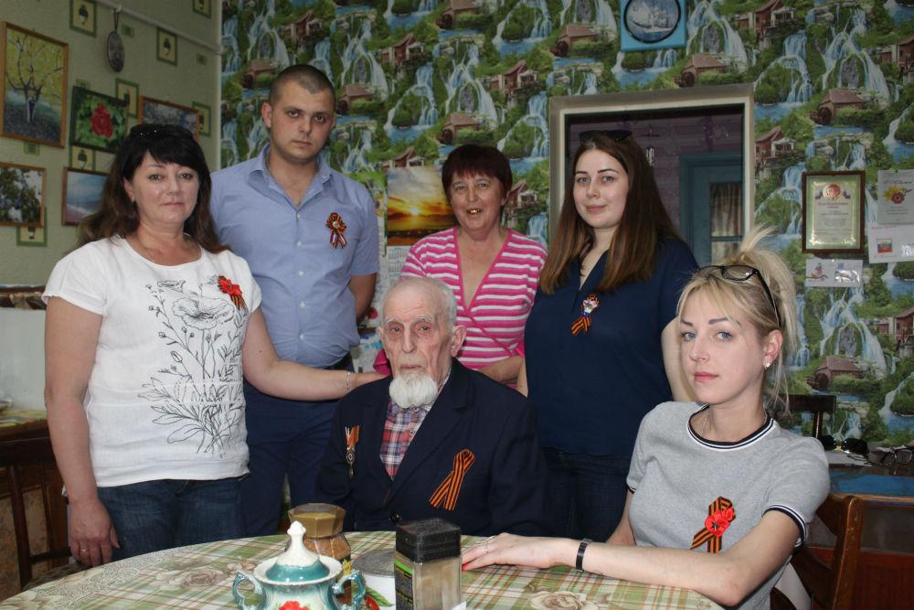 В канун Дня Победы ветераны войны принимали поздравления