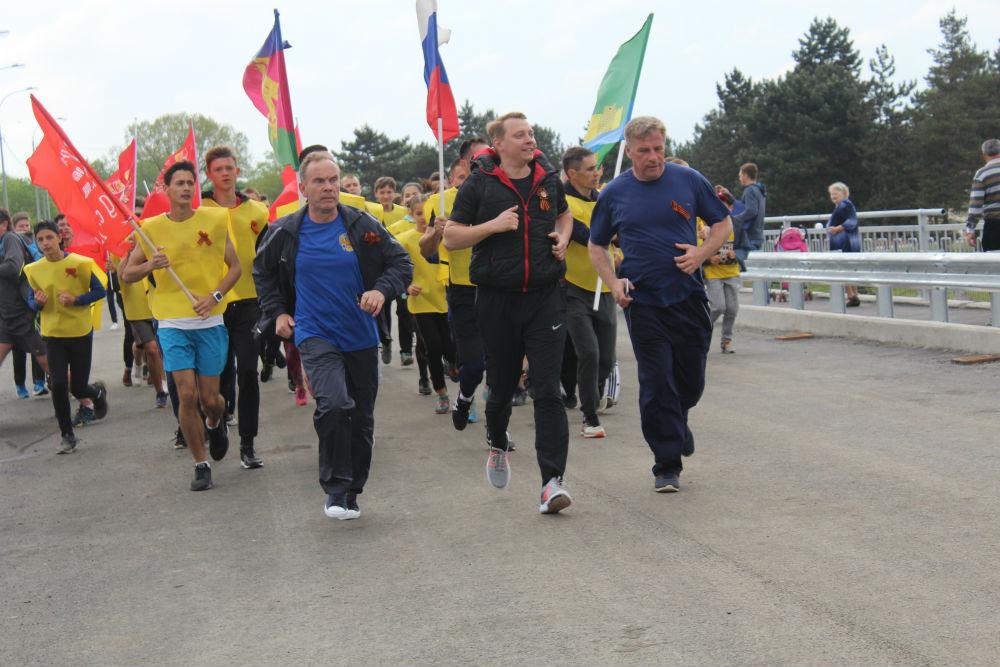 Около трех с половиной тысяч абинчан – участники спортивного забега первыми пробежали по новому мосту