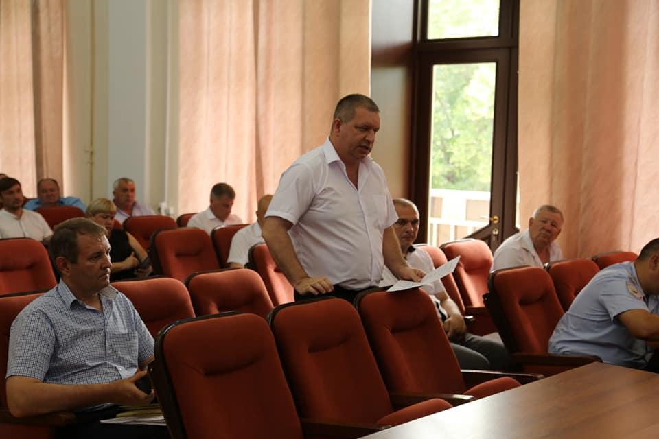 Аппаратное совещание в администрации Абинского района началось с вопроса о переходе на цифровое телевидение