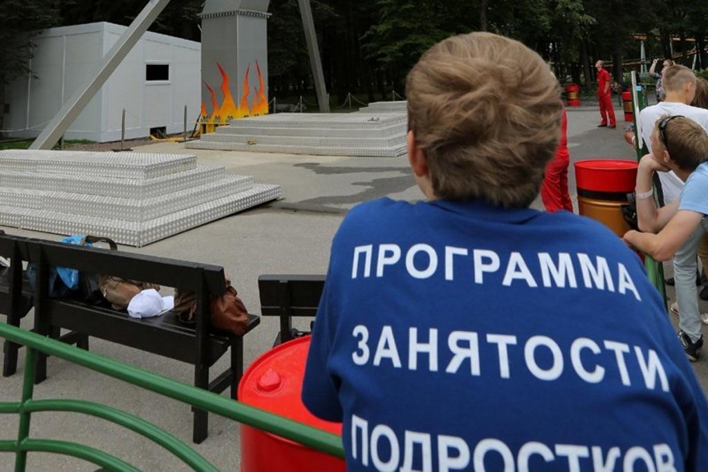 В Абинском районе подростки получают первый трудовой опыт и первую зарплату