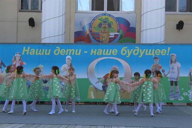 В Абинске первый июньский день отметили задорным и веселым детским праздником