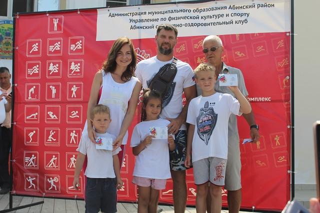 Жителям Абинского района вручили знаки отличия ГТО